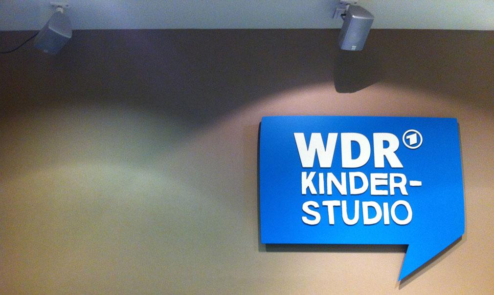 Schild mit der Aufschrift WDR Kinderstudio