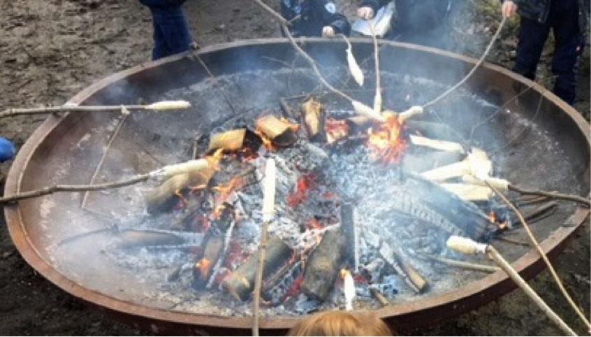 Feuerschale mit Stockbrot